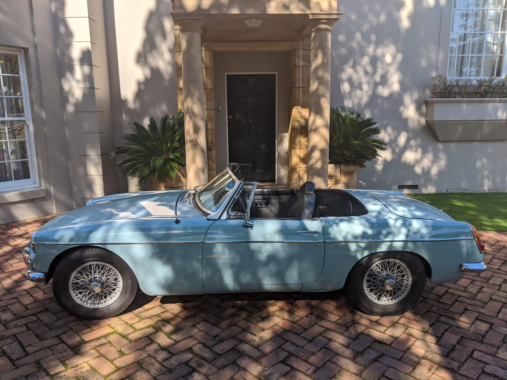 """James"" – 1968 MGB Roadster Automatic"